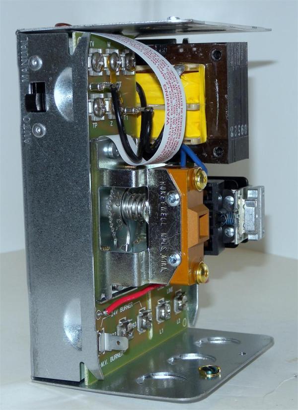 Honeywell L8148J1009 Aquastat Relay with 8 F Fixed