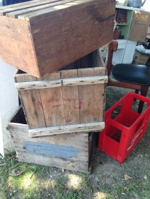 So many crates and boxes: a DIY shelf builder's dream!