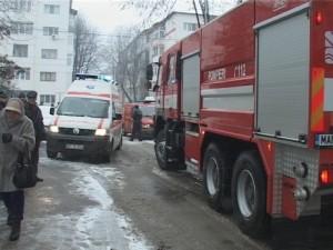 masina pompieri si ambulanta iarna la Botosani