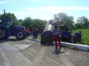 tractor rasturnat la cristinestijpg