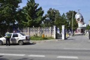 masina politie in fata la cimitirul pacea botosani