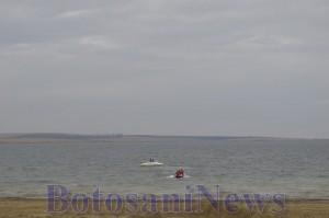 barca si amfibie in apa la stanca