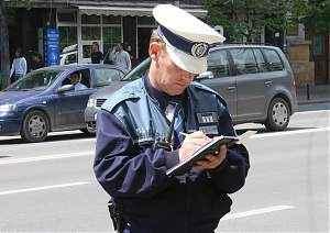 politist in strada