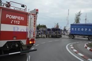 camion rasturnat sens giratoriu lemne1