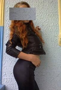 Fata a postat fotografii provocatoare pe contul său de Facebook, invitându-i pe prieteni să îi facă avansuri