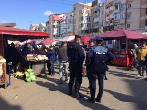 politisti si jandarmi in piata