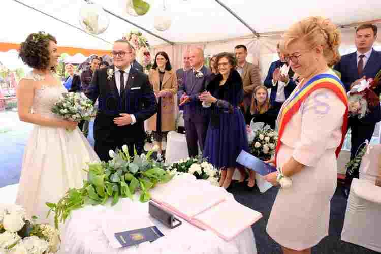 Mama cauta omul pentru nunta fete divortate din Constanța care cauta barbati din Craiova