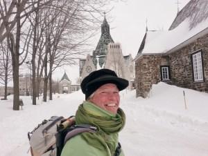 Ann sieben devant le Sanctuaire Notre-Dame-du-Cap