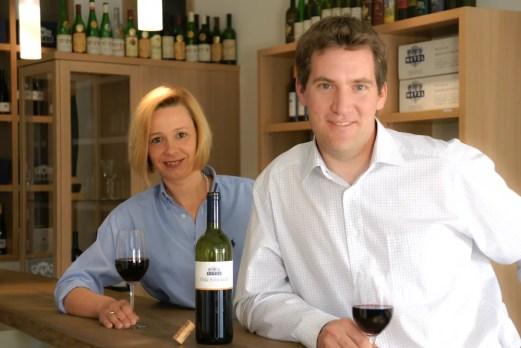 Winzerehepaar Sandra und Martin Netzl in ihrer Vinothek im Carnuntum