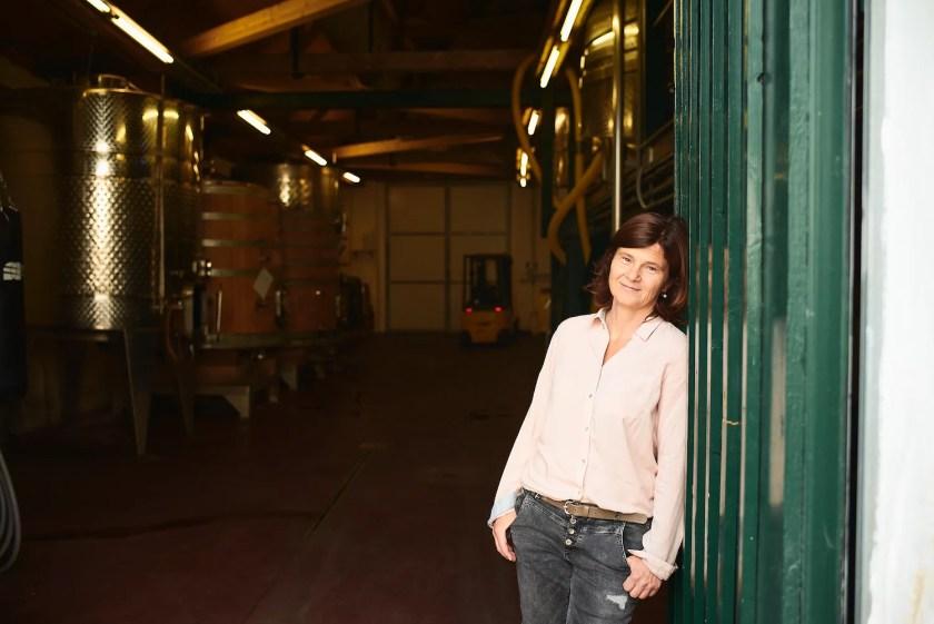 Winzerin Birgit Braunstein vom Weingut Birgit Braunstein vor ihrem Keller