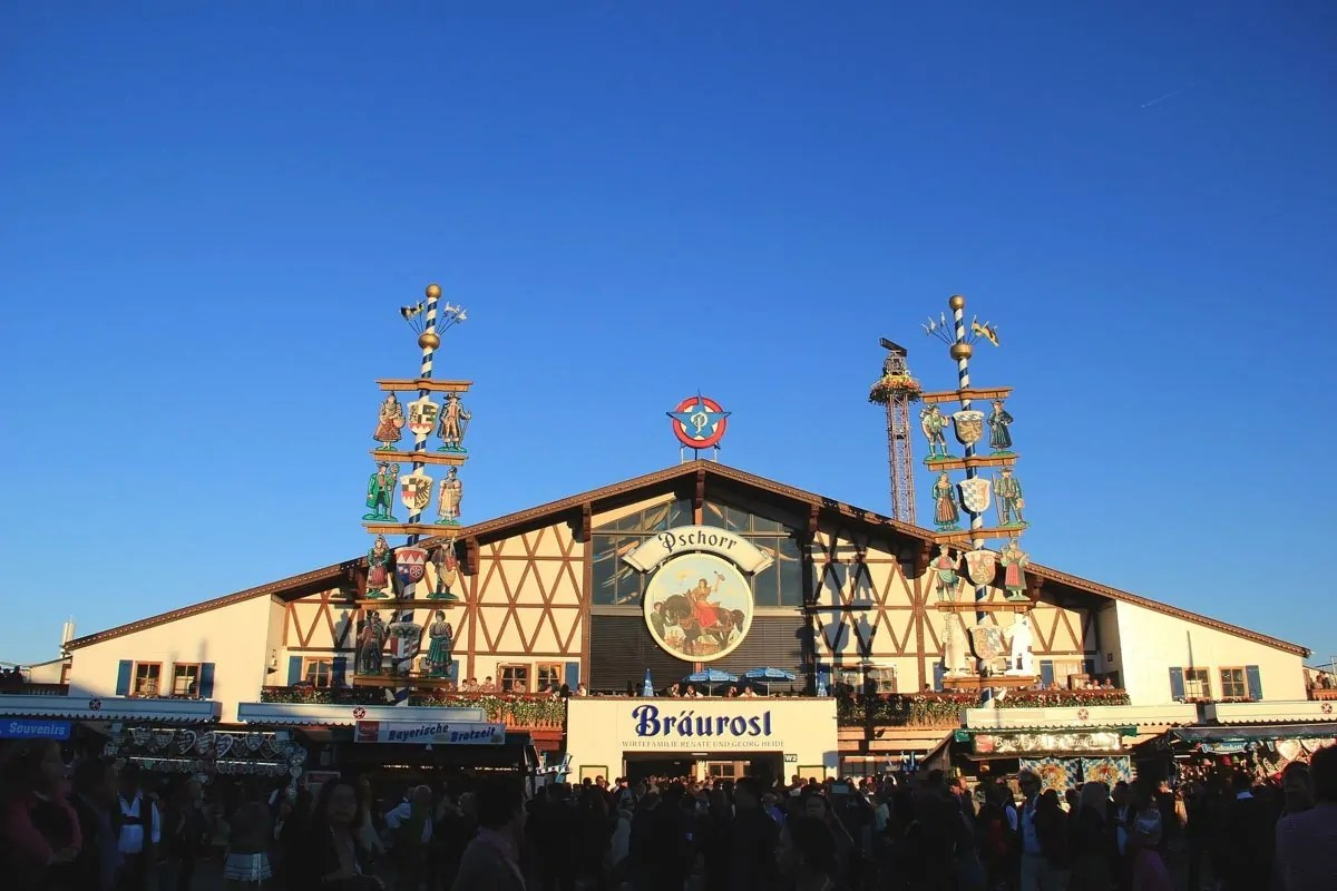 The Beer Drinking American's Comprehensive Guide to Oktoberfest   BottleMakesThree.com