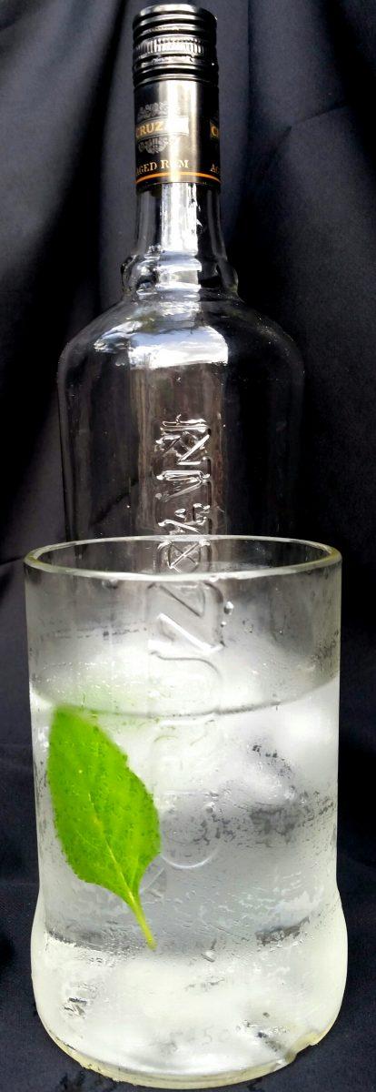 20 oz clear Cruzan Rum Glass