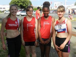 Les quatre filles semblent en forme avant la course malgré les cinq heures de route!