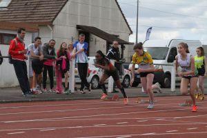 Ophélie au départ du 100m