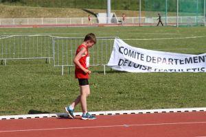 Simon à l'arrivée de son 2000m marche