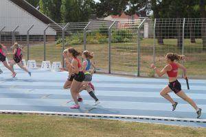 Fin du 4*100m avec le passage entre Manon et Marion