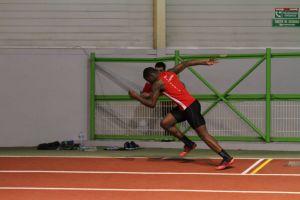 Ali au départ du 200m sous l'oeil de Thomas