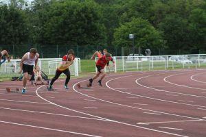 Jonathan au départ du 100m