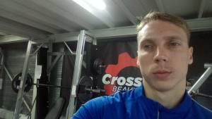 Sergey en pleine séance de musculation chez Sport Factory, la salle de remise en forme partenaire du Bouc Athlétisme