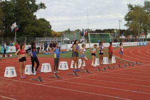Marion et Rébecca au départ du 100m haies