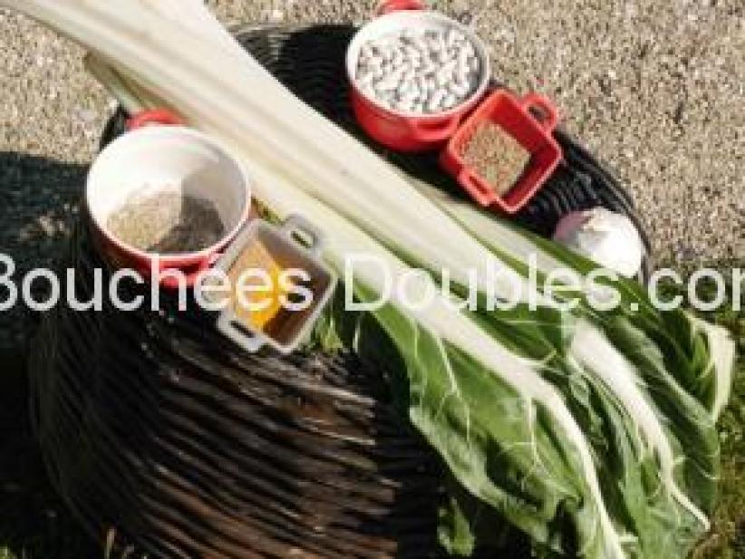 Les ingrédients nécessaires à la recette de côtes de blettes aux épices.