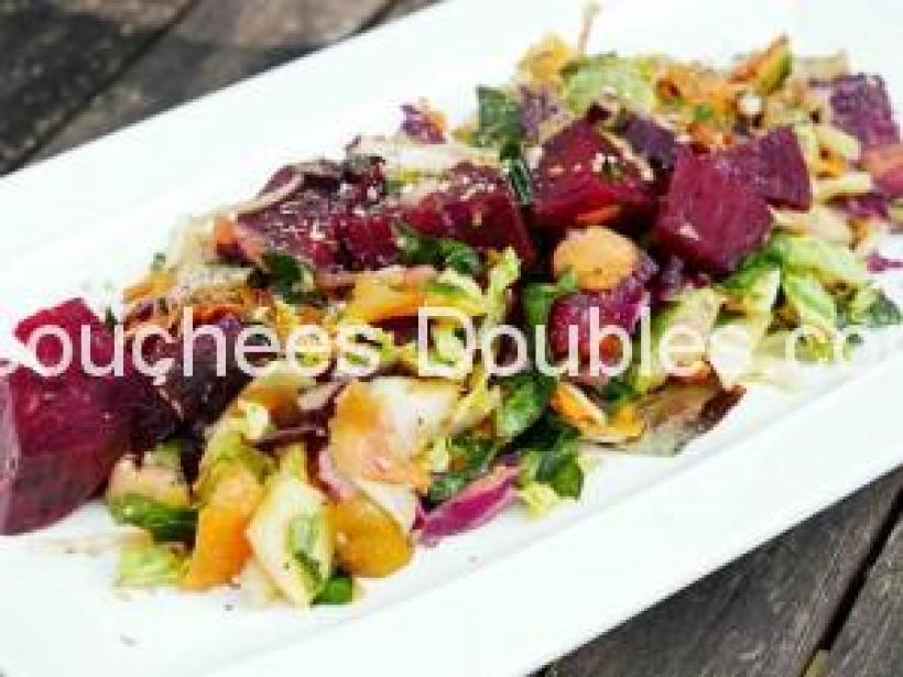 Salade composée de dix légumes et fruits - copie