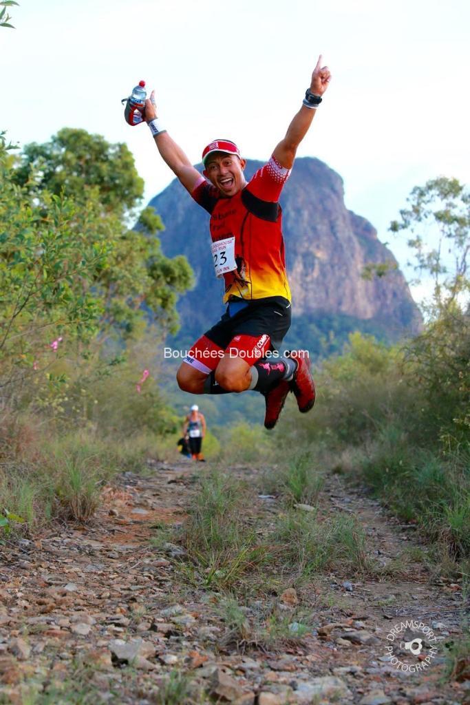 Un traileur qui saute en l'air