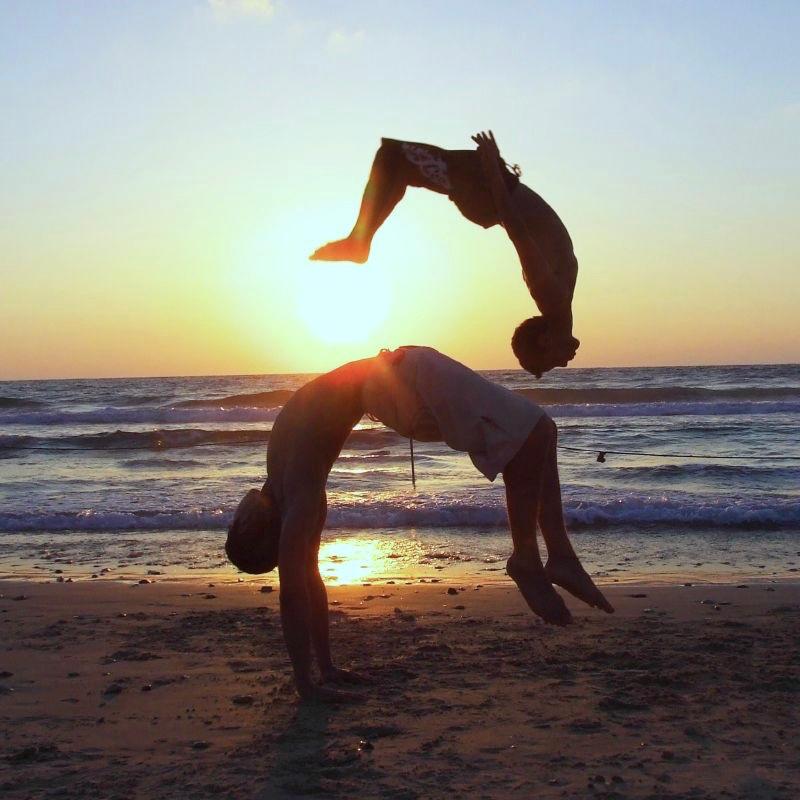 saut dynamique sur une plage