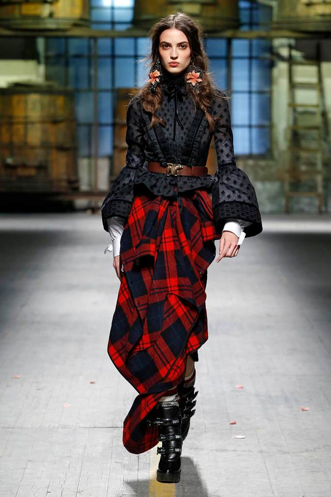 Woman-Winter-2017-Fashion-Trends-Dsquared2