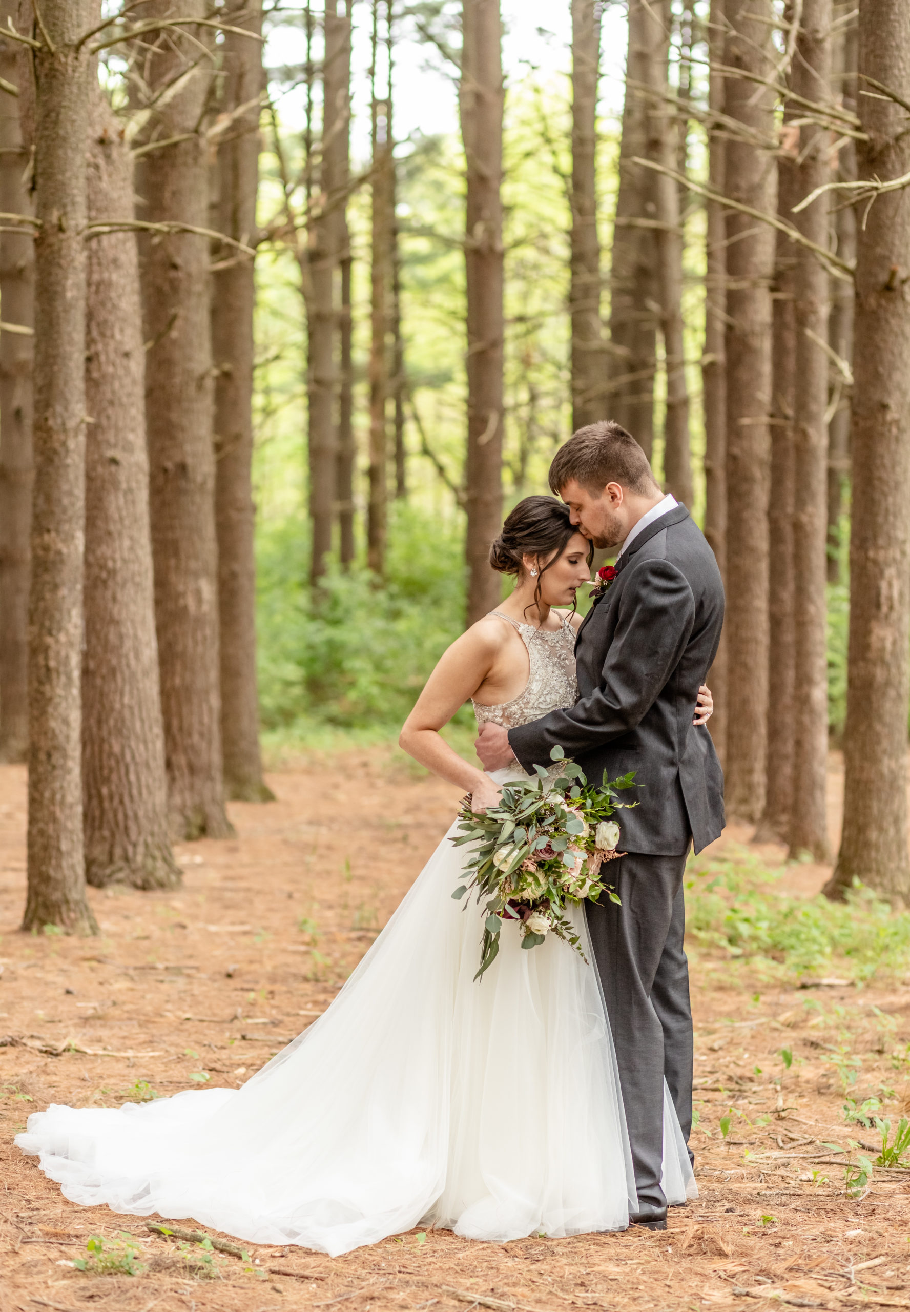bride and groom, pine trees,southern illinois photography