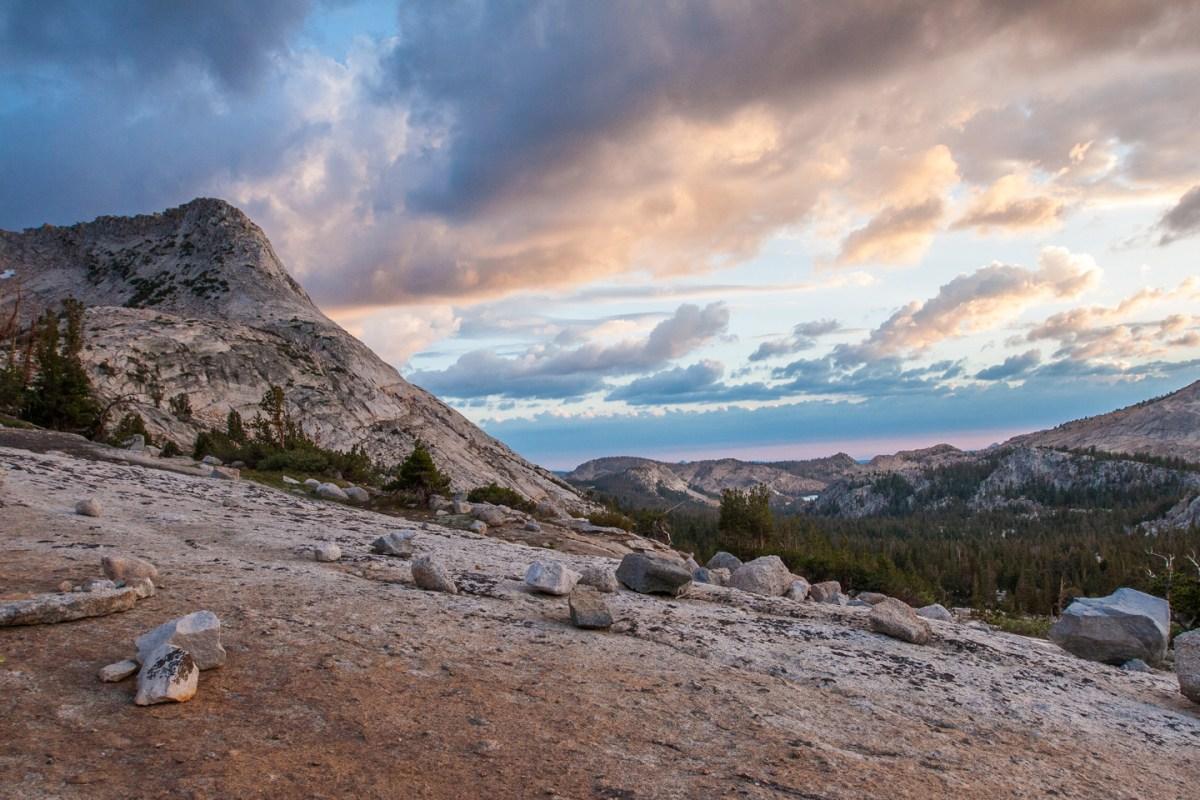 vogelsang-high-sierra-camp-sunset-rock