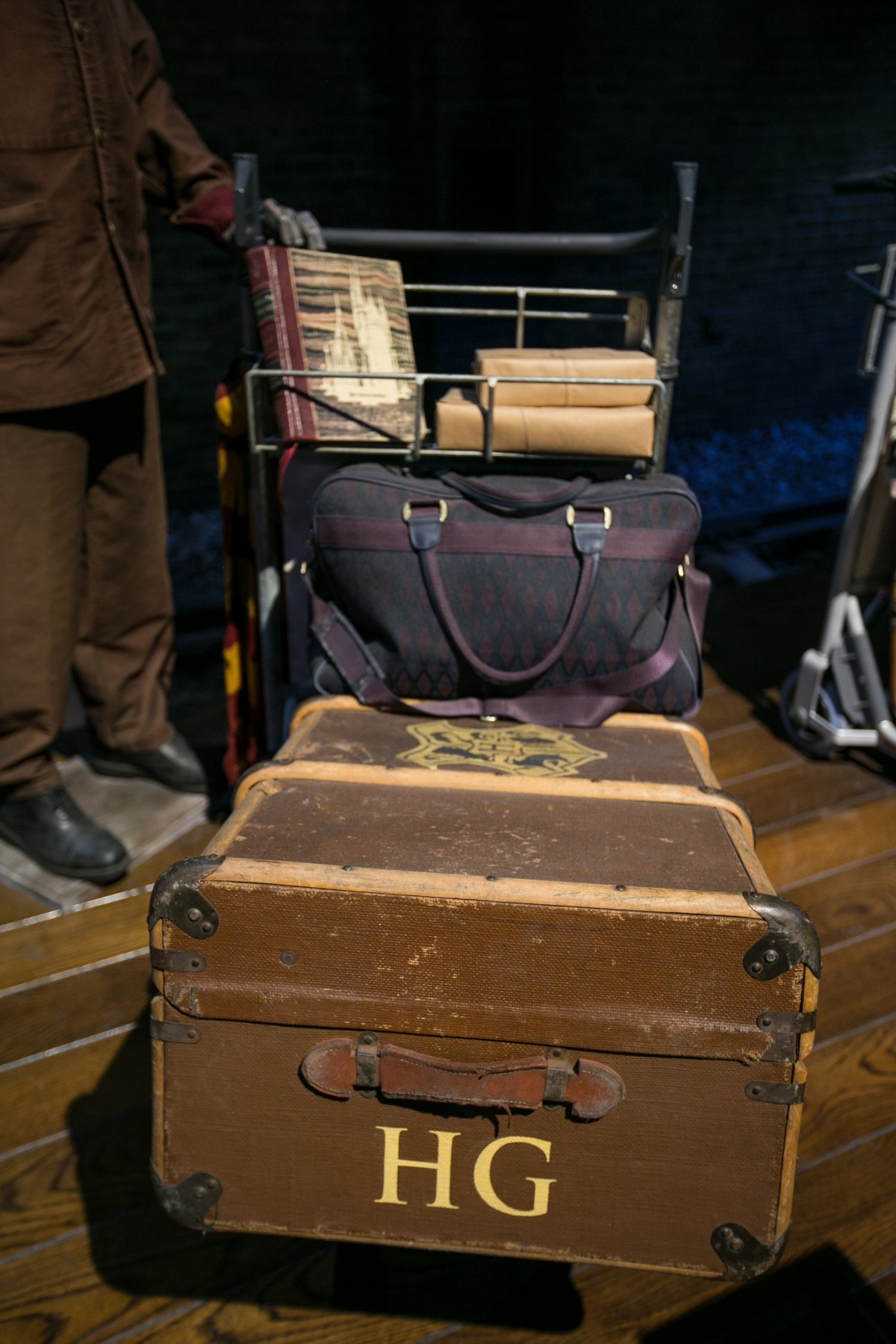 harry-potter-studio-tour-hermione-luggage