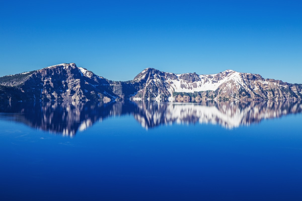 crater-lake-east-shore-morning-reflection