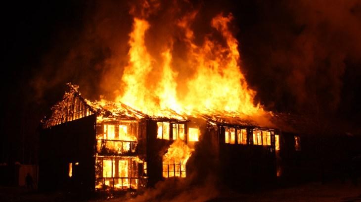 【防災・防犯】災害時・被災地での放火に注意!被害に遭わないための対策