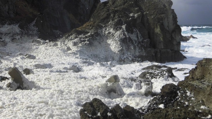 波の花の発生原因や条件は?見られる場所はどこ?災害にも注意