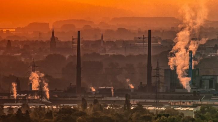 大気汚染PM2.5の原因・大きさ・時期 吸うとどうなる?健康への影響や注意点・対策