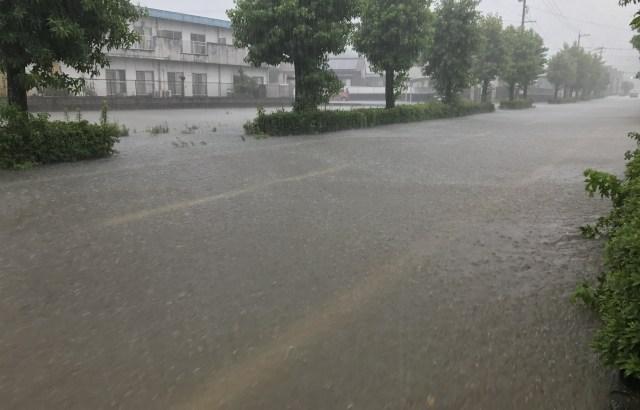 【防災】道路が冠水したらどうすればいい?水害の避難はスニーカー・リュック・レインコート