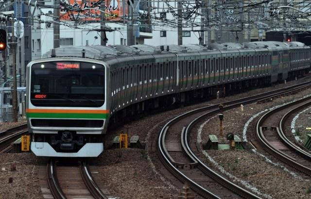 【防災】電車・バスで地震が発生した時どうすればいい?ドミノ倒しにならないために