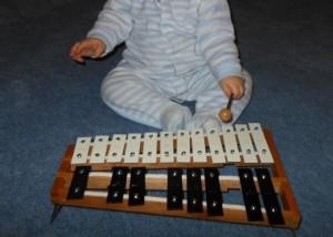 Pédagogie Montessori : bébé musicien