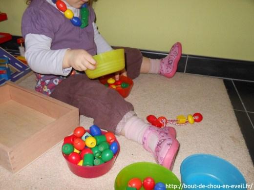 Activité perles bébé 2 ans