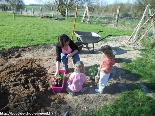 Premières plantations avec les enfants