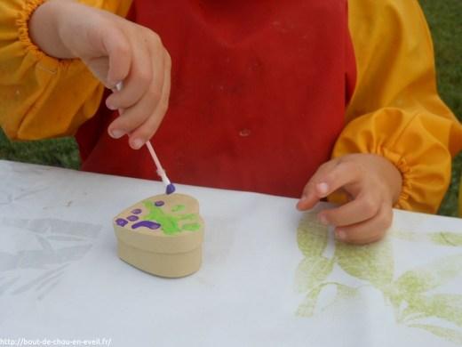 Activité peinture avec des cotons-tiges
