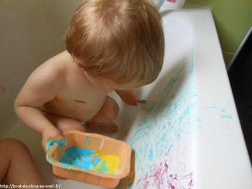Atelier peinture dans la baignoire