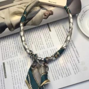 Collier foulard vert