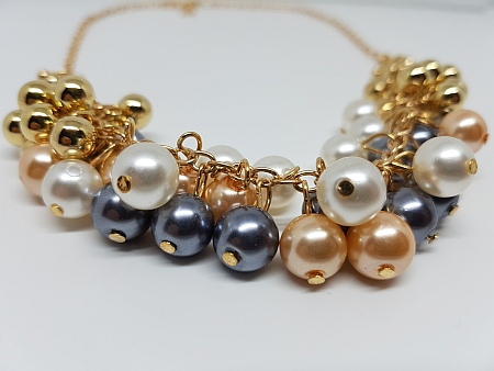 Collier or et perles detail