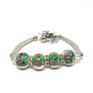 Bracelet-vert-perles-de-verre-roses.jpg