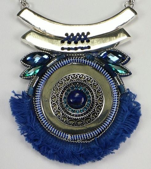 plastron antique bleu zoom