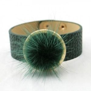 Bracelet simili cuir boule de poils vert