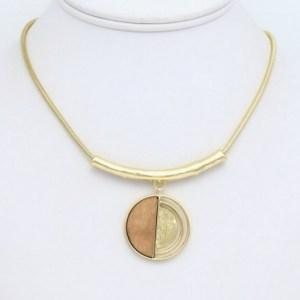 Collier pendentif bois métal marron