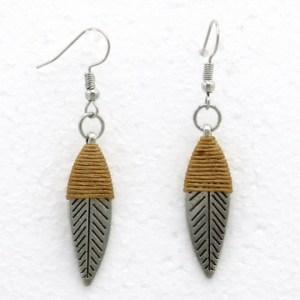 Boucles d'oreilles feuille métal fil taupe